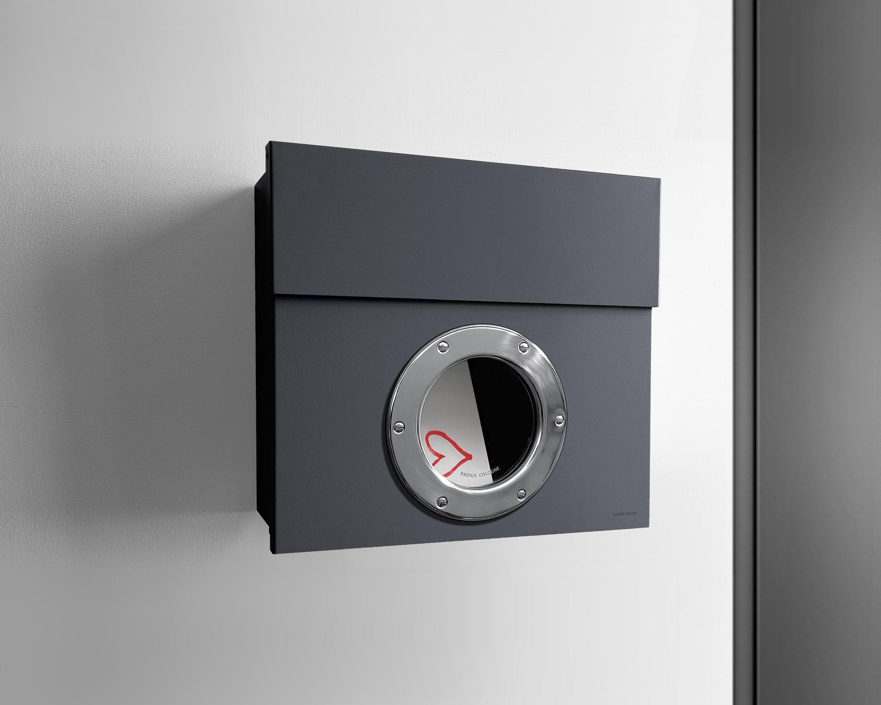 radius briefkasten letterman 1 anthrazitgrau ral 7016 mit bullauge eingang garten briefk sten. Black Bedroom Furniture Sets. Home Design Ideas